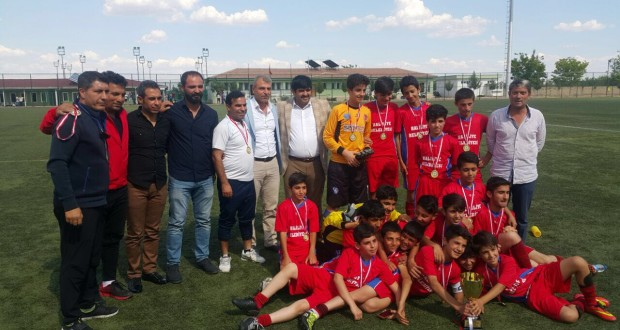 2015-2016 Futbol Sezonunda U-13 Ligi Şampiyonu Gençlik Spor