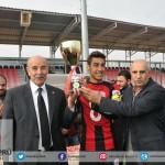 Karaköprü bld. spor U-17 şampiyonluk kupası Genel sekreter Mehmet AKTAŞOĞLU ve Bld. Başkan yardımcısı Bekir Akyol tarafından verildi.